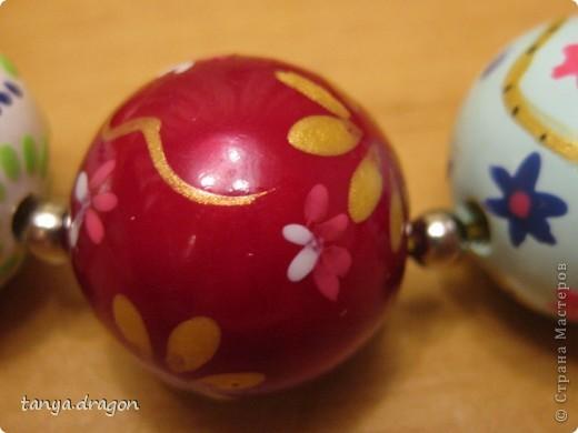 в общем....... делала я их ещё в те - далёкие времена)))))) видать с Луны я, и не зная про существование акриловых красок, размулевала себе бусы лаком для ногтей, но и получилось прикольно :) фото 15
