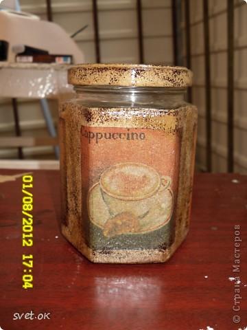 Здравствуйте, дорогие Мастерицы! мое новое вытворение))) бутылка из-под горячительного. увидела такую салфетку- устоять не смогла.. декупаж прямой и обратный. фото 8