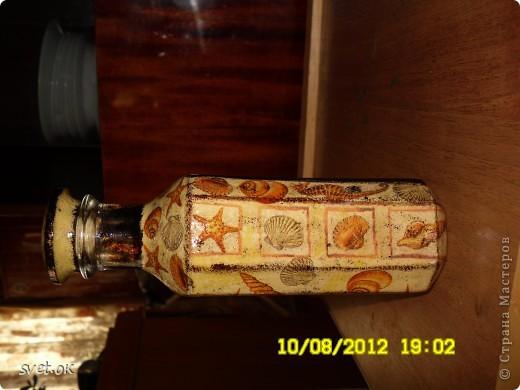 Здравствуйте, дорогие Мастерицы! мое новое вытворение))) бутылка из-под горячительного. увидела такую салфетку- устоять не смогла.. декупаж прямой и обратный. фото 2