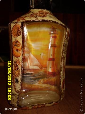 Здравствуйте, дорогие Мастерицы! мое новое вытворение))) бутылка из-под горячительного. увидела такую салфетку- устоять не смогла.. декупаж прямой и обратный. фото 5