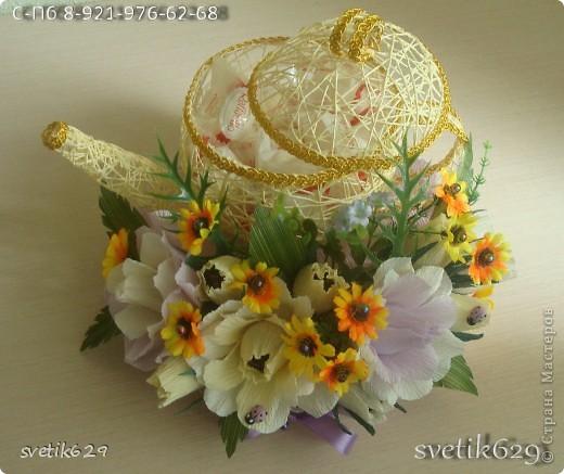 Моя последняя новинка чайник с рафаэлло .Оформление захотелось поярче сделать добавила искуст. цветочки. Крышка кривовата получилась ,но это же первый чайник ,второй будет лучше. фото 2
