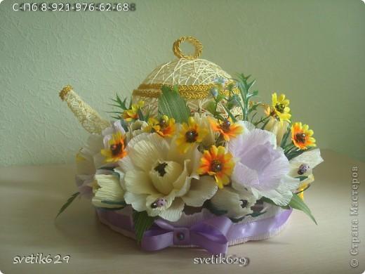 Моя последняя новинка чайник с рафаэлло .Оформление захотелось поярче сделать добавила искуст. цветочки. Крышка кривовата получилась ,но это же первый чайник ,второй будет лучше. фото 4