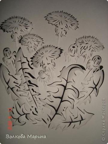 После розы меня потянуло на одуванчики. Очень мне понравилось создавать картину из обычного листа бумаги. Цветы вырезаны, приподняты и им придала объём. Получилось необычно и красиво!!! фото 4