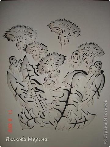 После розы меня потянуло на одуванчики. Очень мне понравилось создавать картину из обычного листа бумаги. Цветы вырезаны, приподняты и им придала объём. Получилось необычно и красиво!!! фото 6