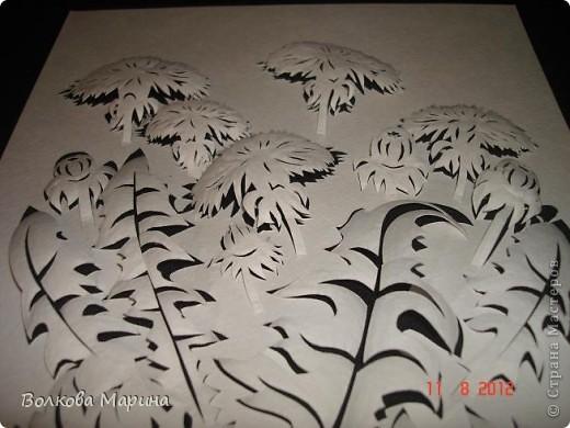 После розы меня потянуло на одуванчики. Очень мне понравилось создавать картину из обычного листа бумаги. Цветы вырезаны, приподняты и им придала объём. Получилось необычно и красиво!!! фото 8