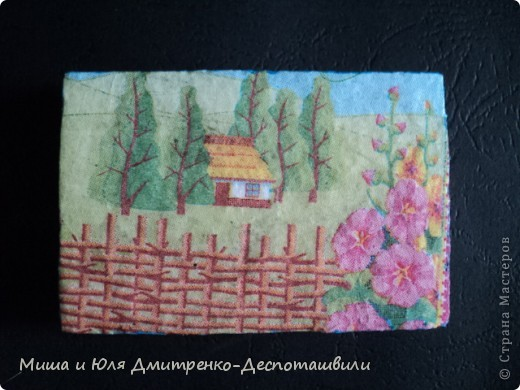Такой магнитик на холодильник я сделала из миниатюрного кусочка пенопласта. Благо задолго до этого кто то из Вас, друзья, подарил мне очаровательную салфеточку с украинскими мотивами.  фото 1