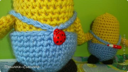 Здравствуйте, Дорогие читательницы и посетители Страны мастеров!Очень рада вас тут видеть! Недавно мне захотелось связать какую-нибудь игрушку для своей сестрёнки. И вдруг нашла такого милого Миньончика вместе со схемой! http://www.liveinternet.ru/users/3859744/post204917386/ Вот что из этого вышло!) фото 8