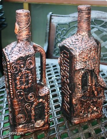 Бутылка справа - керапласт, бутылка слева - соленое тесто. С соленым тестом мне работалось на много проще, оно пластичнее, легче поддается. Бутылки тоже большие и тяжелые - 1,75 л. фото 3