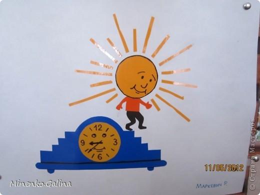 """Близится к концу лето.Ещё ярко светит солнце, но уже скоро нам будет не хватать его тепла.Пусть немножко согреет в пасмурную погоду наш солнечный праздник,который по календарю отмечают 3 мая.Мы так и планировали, но 3 мая из-за Евро-2012 у нас решили провести последний звонок для 11 класса.День Солнца мы провели 4 мая, но можно и в день весеннего равноденствия и летнего солнцестояния и даже осенью, когда день равняется ночи.А поскольку Солнце олицетворяет жизнь и в День Победы мы благодарим тех, кто отстоял жизнь, то в начале праздника мы вспомнили с благодарностью наших ветеранов.  Обязательным условием было наличие жёлтого, оранжевого или красного цвета в одежде. Все дети были методом случайного выбора поделены на 2 команды: """"Солнышко"""" и """"Подсолнушки"""".Каждый сам себе делал эмблему. фото 42"""