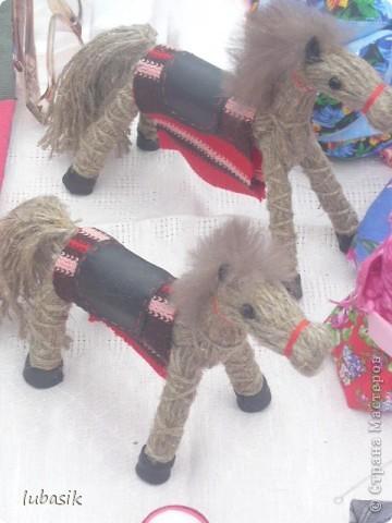 Я уже писала, что живу на крайнем севере, на Кольском полуострове. Коренными жителями нашего края являются саамы (сааме), которые поселились здесь около 8 тысяч лет назад. Основным занятием саамов являлись охота, рыболовство и оленеводство. В нашем городе 9 августа впервые отмечали День коренных народов мира. Надеюсь, это станет традицией. Сейчас на Кольском полуострове живёт околдо 2 - х тысяч саамов. Я покажу вам наиболее интересные моменты праздника.  фото 31