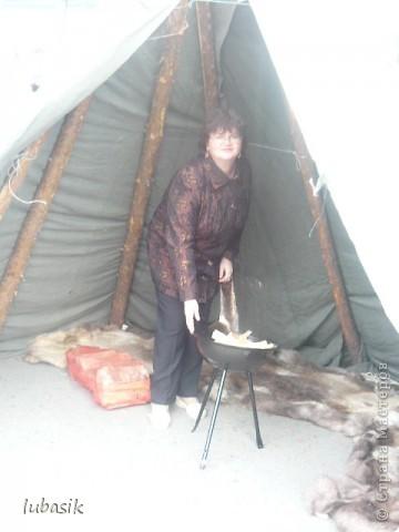 Я уже писала, что живу на крайнем севере, на Кольском полуострове. Коренными жителями нашего края являются саамы (сааме), которые поселились здесь около 8 тысяч лет назад. Основным занятием саамов являлись охота, рыболовство и оленеводство. В нашем городе 9 августа впервые отмечали День коренных народов мира. Надеюсь, это станет традицией. Сейчас на Кольском полуострове живёт околдо 2 - х тысяч саамов. Я покажу вам наиболее интересные моменты праздника.  фото 14