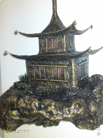 """Здравствуйте, Мастера и Мастерицы! Идея такого светильника-домик на скале, возникла уже давно, но время нашла только сейчас. Итак, светильник """"Пагода"""": стены-картон; рамы-деревянные шпажки; крыша- проволока, скотч, салфетки; скала- пенопласт, фольга, салфетки. Очень надеюсь, что вам понравится мой светильник.  фото 10"""