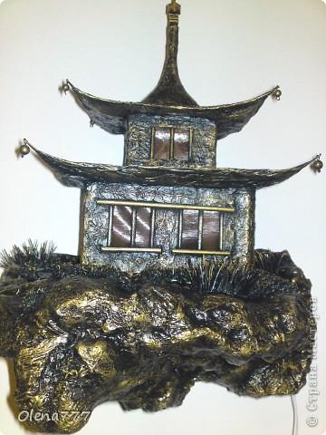 """Здравствуйте, Мастера и Мастерицы! Идея такого светильника-домик на скале, возникла уже давно, но время нашла только сейчас. Итак, светильник """"Пагода"""": стены-картон; рамы-деревянные шпажки; крыша- проволока, скотч, салфетки; скала- пенопласт, фольга, салфетки. Очень надеюсь, что вам понравится мой светильник.  фото 9"""