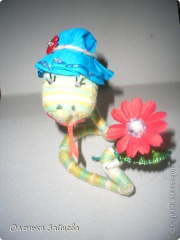 Вот такая змейка у меня получилась!!! Если производство игрушек пойдет такими темпами, мне их через недельку будет некуда девать:) фото 2