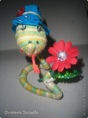 Вот такая змейка у меня получилась!!! Если производство игрушек пойдет такими темпами, мне их через недельку будет некуда девать:) фото 1