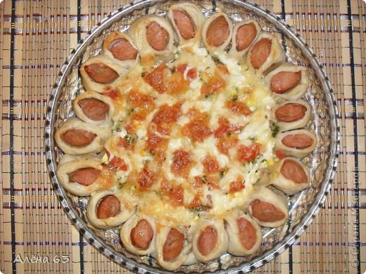 Вот такую чудную пиццу приготовила по рецепту Sjusen. Получилось очень красиво и ВКУУУСНО!!! фото 4