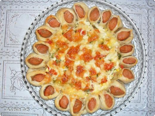 Вот такую чудную пиццу приготовила по рецепту Sjusen. Получилось очень красиво и ВКУУУСНО!!! фото 1