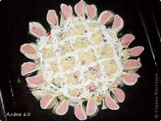Вот такую чудную пиццу приготовила по рецепту Sjusen. Получилось очень красиво и ВКУУУСНО!!! фото 3