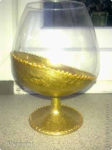Мои попытки работать с поталью) правый стакан потемнел, не нанесла клей перед лаком, но эффект старинного золота получился - необычно! фото 2