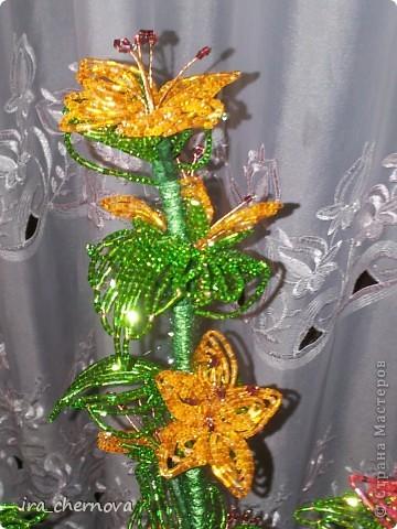 Цветочки в вазе, которую представляла раньше. Доплела еще две веточки, чтобы был настоящий букет. фото 4