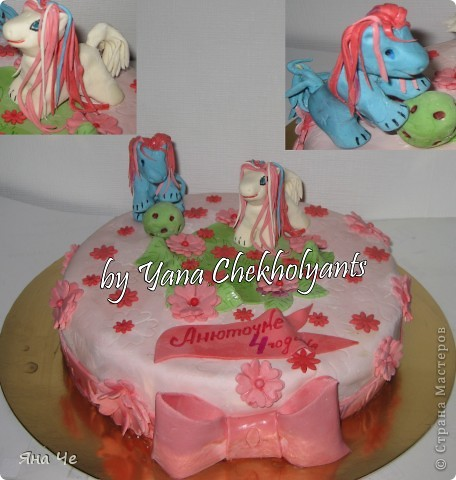Розовый прерозовый тортик с лошадками. Внутри: медовые коржи, заварной крем, орешки и вишня. фото 1