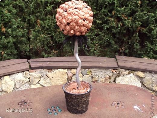 """Мы с мамой """"вырастили"""" деревца. Такое вот разделение труда: мама крутит и приклеивает """"розочки"""", а я уж все остальное. фото 2"""