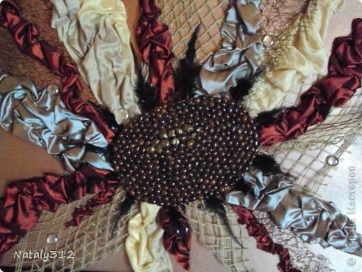 Помимо ткани, сетки и перьев использовался кофе. фото 1