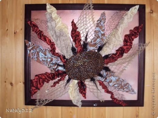 Помимо ткани, сетки и перьев использовался кофе. фото 2