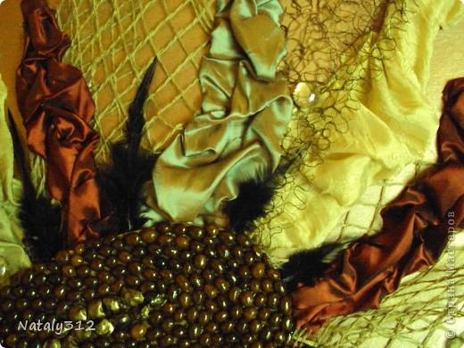 Помимо ткани, сетки и перьев использовался кофе. фото 3