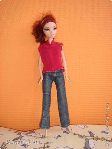Здравствуйте, все жители Страны Мастеров! Это моя первая запись в блоге, она будет о кукольной одежде. Мою куклу зовут Челси, она появилась у нас несколько лет назад, ее я нашла под елочкой 1го января. Эта кукла - моя любимая до сих пор, и именно на нее я шью разные наряды. Почему-то моей 3,5летней сестренке куда больше нравятся сшитые наряды, чем покупные бальные и другие платья (их у нас целый мешок, а кукол - 34). ну а вот и сама Челси, пока что в покупных нарядах: фото 3