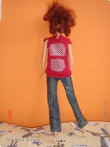 Здравствуйте, все жители Страны Мастеров! Это моя первая запись в блоге, она будет о кукольной одежде. Мою куклу зовут Челси, она появилась у нас несколько лет назад, ее я нашла под елочкой 1го января. Эта кукла - моя любимая до сих пор, и именно на нее я шью разные наряды. Почему-то моей 3,5летней сестренке куда больше нравятся сшитые наряды, чем покупные бальные и другие платья (их у нас целый мешок, а кукол - 34). ну а вот и сама Челси, пока что в покупных нарядах: фото 4