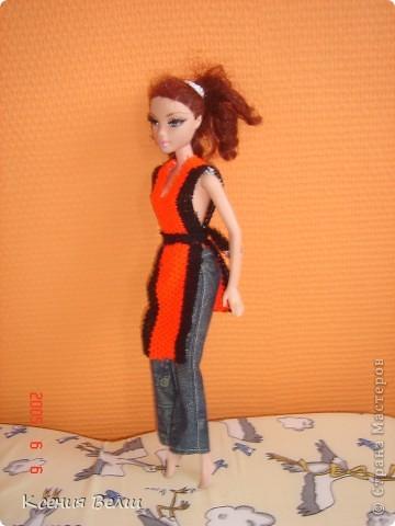 Здравствуйте, все жители Страны Мастеров! Это моя первая запись в блоге, она будет о кукольной одежде. Мою куклу зовут Челси, она появилась у нас несколько лет назад, ее я нашла под елочкой 1го января. Эта кукла - моя любимая до сих пор, и именно на нее я шью разные наряды. Почему-то моей 3,5летней сестренке куда больше нравятся сшитые наряды, чем покупные бальные и другие платья (их у нас целый мешок, а кукол - 34). ну а вот и сама Челси, пока что в покупных нарядах: фото 12