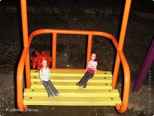 Вечером наши куклы решили прогуляться во дворе. Вылезли из окна - ... фото 8