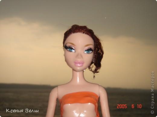 Наша Челси решила отправиться отдохнуть. Ну, это не море, конечно, а водохранилище с пляжами, но для куклы - настоящий океан!  Загорает... фото 11