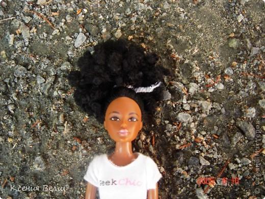 Здравствуйте! Насчет мебели у меня ничего нового нет, поэтому делаю фоторепортажи. Сегодня познакомлю вас с моей любимой (после Челси, конечно) куклой. Ее звать Калиста, везде сфотографирована в покупной одежде, пока на нее не нашила, но это не надолго))) фото 2