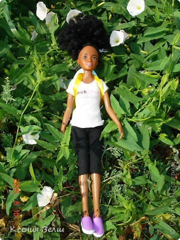 Здравствуйте! Насчет мебели у меня ничего нового нет, поэтому делаю фоторепортажи. Сегодня познакомлю вас с моей любимой (после Челси, конечно) куклой. Ее звать Калиста, везде сфотографирована в покупной одежде, пока на нее не нашила, но это не надолго))) фото 3