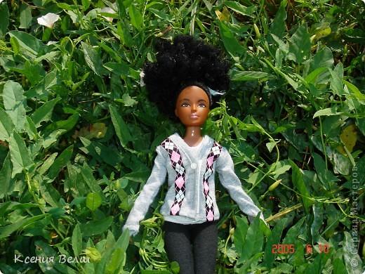 Здравствуйте! Насчет мебели у меня ничего нового нет, поэтому делаю фоторепортажи. Сегодня познакомлю вас с моей любимой (после Челси, конечно) куклой. Ее звать Калиста, везде сфотографирована в покупной одежде, пока на нее не нашила, но это не надолго))) фото 6