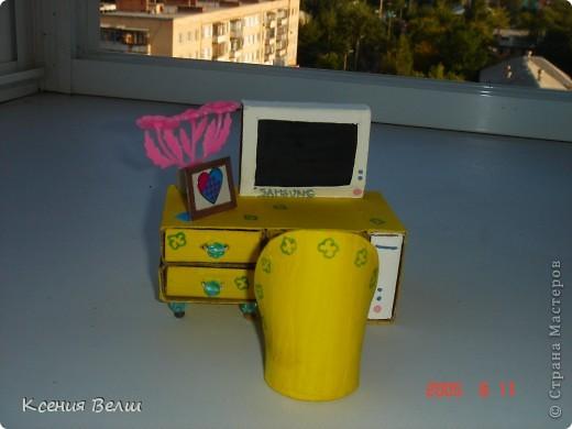 Сегодня доделался столик со стульчиком. Пока непонятно для какой куклы, но скоро этот персонаж, надеюсь, появится))) Вот сам столик: фото 1