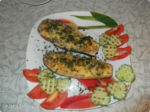 Очень вкусное блюдо, советую всем попробовать!!! Необходимо: 2-3 баклажана; 250-300 свиного фарша (можно любой); 1 лукаовица; 150 г сыра; соль, перец, зелень фото 1