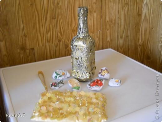 вот она моя первая (пейп-артовская)бутылка,спасибки ТатьянеСорокиной за мастер-класс,редюкюль-то готовый,для красоты..значить положила.. фото 1