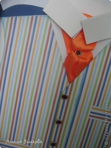Всем доброго дня.Очередная просьба сестры сделать открытку, но теперь для ее начальника ко дню рождения.Мужчина в самом расцвете сил, 43 года. Захотелось сделать что то стильное. Форма открытки в СМ уже была, Америку не открыла)))Цвет пиджака глубокий синий, очень красивый, но фото моим фотоаппаратом опять все искажает(((( фото 6