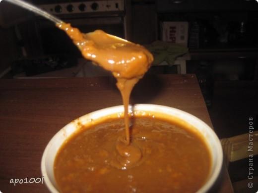 Рецепт для ленивых и для шибко занятых тоже... Над приготовлением такой сгущенки не нужно сидеть не отходя.  Ингредиенты      Молокo — 3 л     Сахар (именно литр!) — 1 л     Сода — 1 ч. л.     Кислота лимонная (на кончике ножа) фото 2