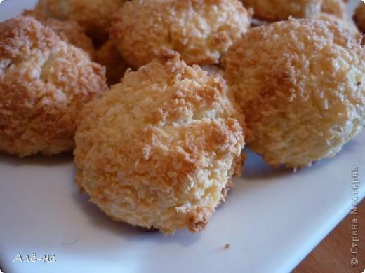Печенье для любителей кокоса)))) Из разряда очень простых в приготовлении рецептов. И фигуре не повредит,так как нет в рецепте масла и муки. фото 7