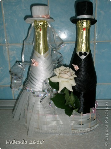Всем доброго времени суток!Собираясь к сестре на свадьбу, вспомнила, что могу сделать оригинальный подарок, точнее дополнение к подарку... Вот, что у меня получилось... фото 4