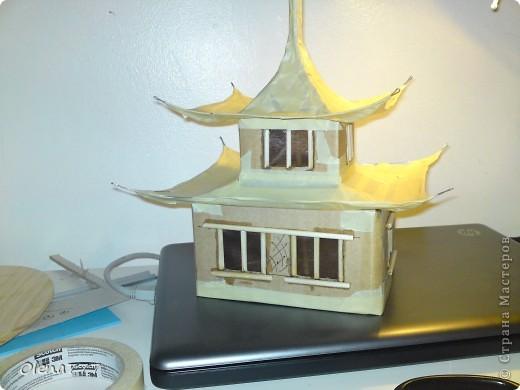 """Здравствуйте, Мастера и Мастерицы! Идея такого светильника-домик на скале, возникла уже давно, но время нашла только сейчас. Итак, светильник """"Пагода"""": стены-картон; рамы-деревянные шпажки; крыша- проволока, скотч, салфетки; скала- пенопласт, фольга, салфетки. Очень надеюсь, что вам понравится мой светильник.  фото 19"""