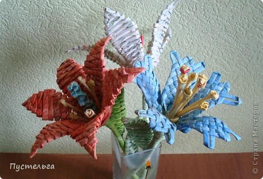Я цветов наплела...  Скоро очередной экофестиваль, и там я буду показывать, что можно сделать из старых газет. фото 4