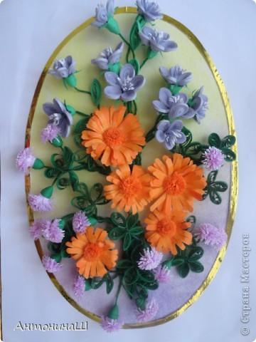 Здравствуйте, дорогие мастера и мастерицы, жители Страны Мастеров!!!! Вряд ли я вас удивлю. потому что у меня опять цветы.  Хочется как можно больше оставить себе летних красок. Зимой они будут напоминать нам о замечательных летних денечках.  Вот такая незатейливая картинка у меня сложилась из всеми любимых колокольчиков ( по МК Ларисы Засадной), из ярких, солнечных ноготков и сиреневых пушистиков. фото 1