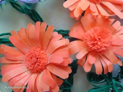 Здравствуйте, дорогие мастера и мастерицы, жители Страны Мастеров!!!! Вряд ли я вас удивлю. потому что у меня опять цветы.  Хочется как можно больше оставить себе летних красок. Зимой они будут напоминать нам о замечательных летних денечках.  Вот такая незатейливая картинка у меня сложилась из всеми любимых колокольчиков ( по МК Ларисы Засадной), из ярких, солнечных ноготков и сиреневых пушистиков. фото 2