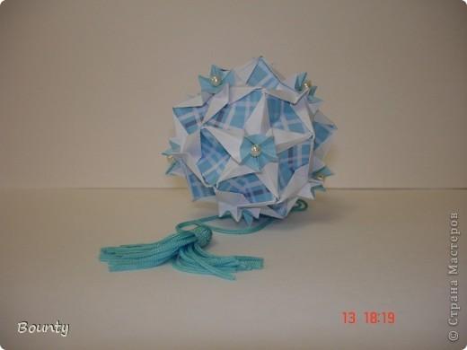 """Привет всем!!! Сегодня хочу представить вам """"ситцевую"""" кусудаму Кассиопею. Name: Cassiopeia Designer: Uniya Filonova Parts: 30 Paper: 6*2 cm Paper ratio: 1:3 Final height: 7 cm Чесно скажу- я ее подклеила. Пирамидки кое-где расходились. фото 2"""