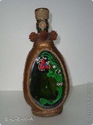 На этой бутылочке я экспериментировала. Первый  декупаж, первый яичный кракелюр, первый точечный декор. фото 7